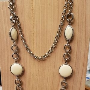 Necklace Long chain and cream gem